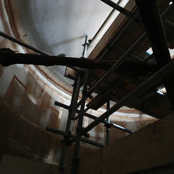 Confined space scaffolds and access
